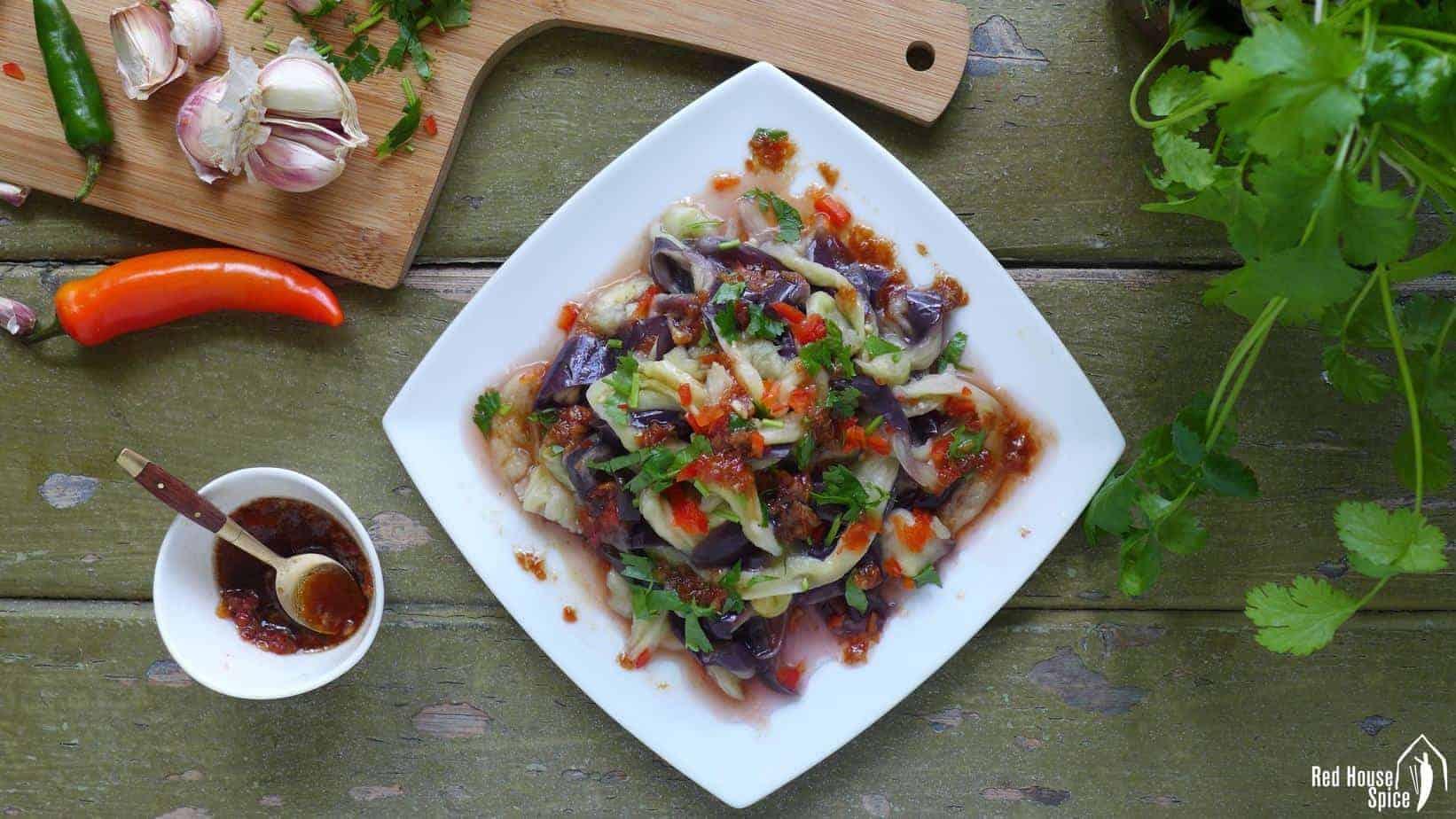 Aubergine salad with chilli-garlic dressing (凉拌茄子)