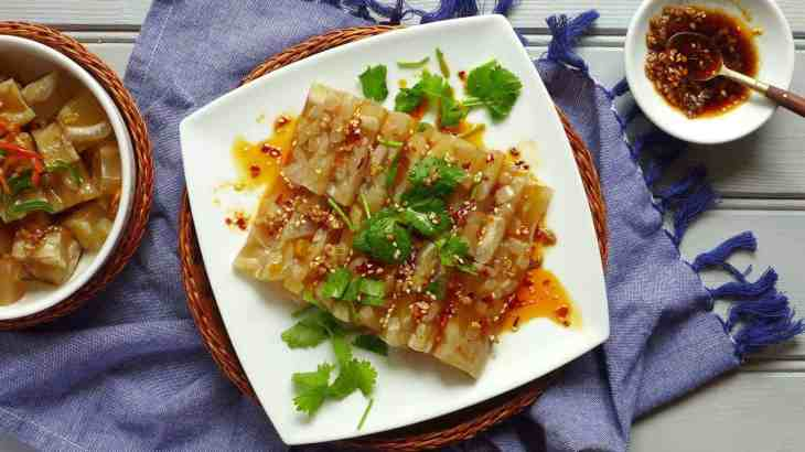 Chinese pork delight (pork rind jelly, 肉皮冻)