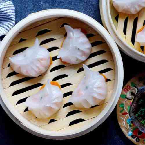 Har gow, crystal shrimp dumplings in steamer baskets
