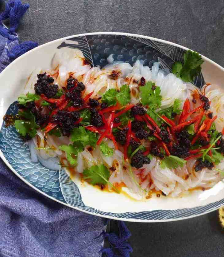 Chinese Mung bean jelly salad (Liangfen, 凉粉) pleases your palate both with its interesting texture and with its pungent flavour.