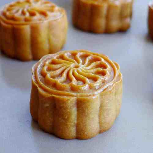 Cantonese mooncakes filled with salted egg & lotus paste