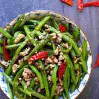 Fried green beans with minced pork.