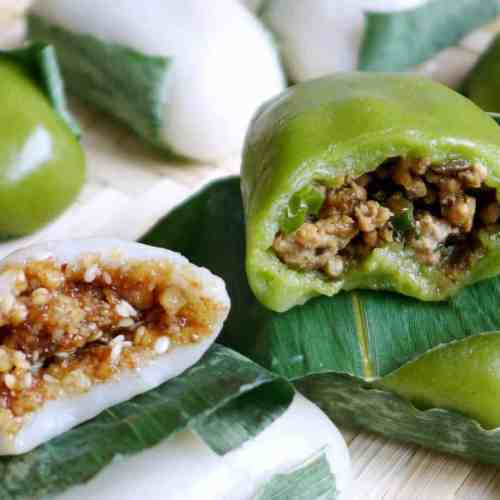 Sticky rice cakes filled with two different fillings