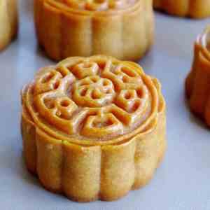 A baked Cantonese mooncake