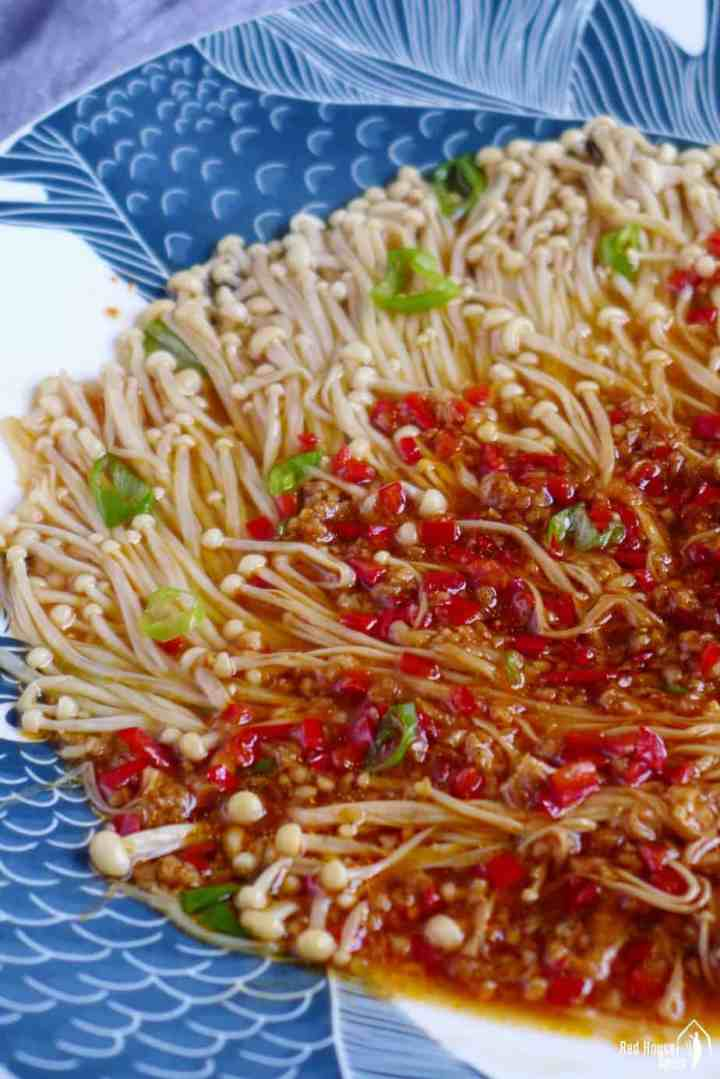 Steamed enoki mushroom topped with garlic and chili sauce
