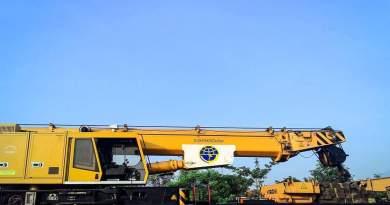Telescopic Railway Crane Kirow KRC800 N di Sinyal Masuk Stasiun Waruduwur
