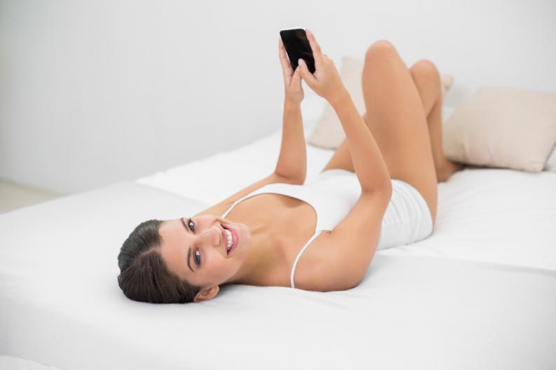 4 frases hot para enviarle a tu pareja por WhatsApp