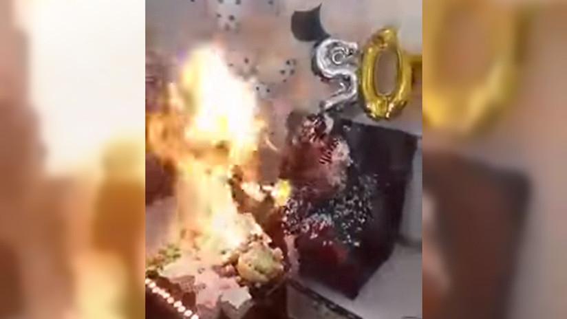 FELIZ CUMPLEAÑO: Iba a soplar las velas pero terminó envuelta en llamas (VIDEO)
