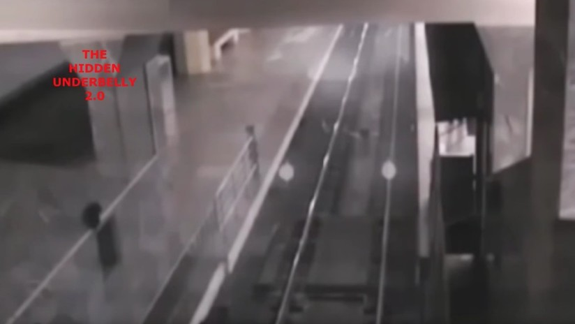 """VIDEO: Publican imágenes de un """"tren fantasma"""" que 'recoge pasajeros' en una estación"""