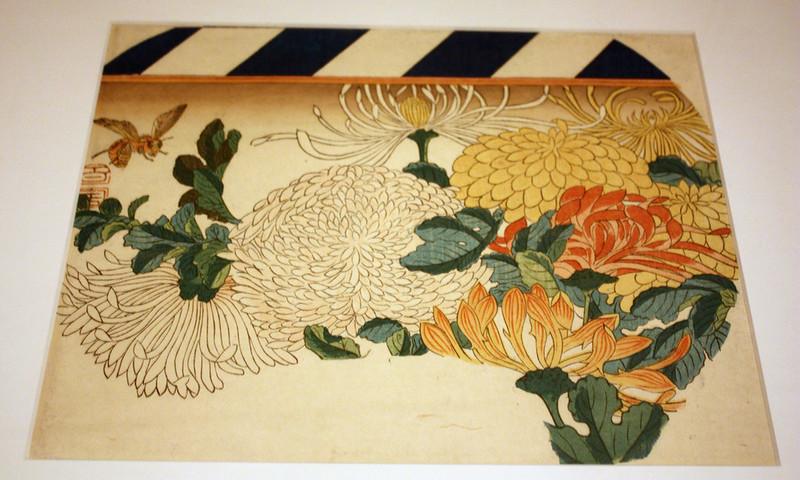 Chrysanthemums in Fan-shaped Design