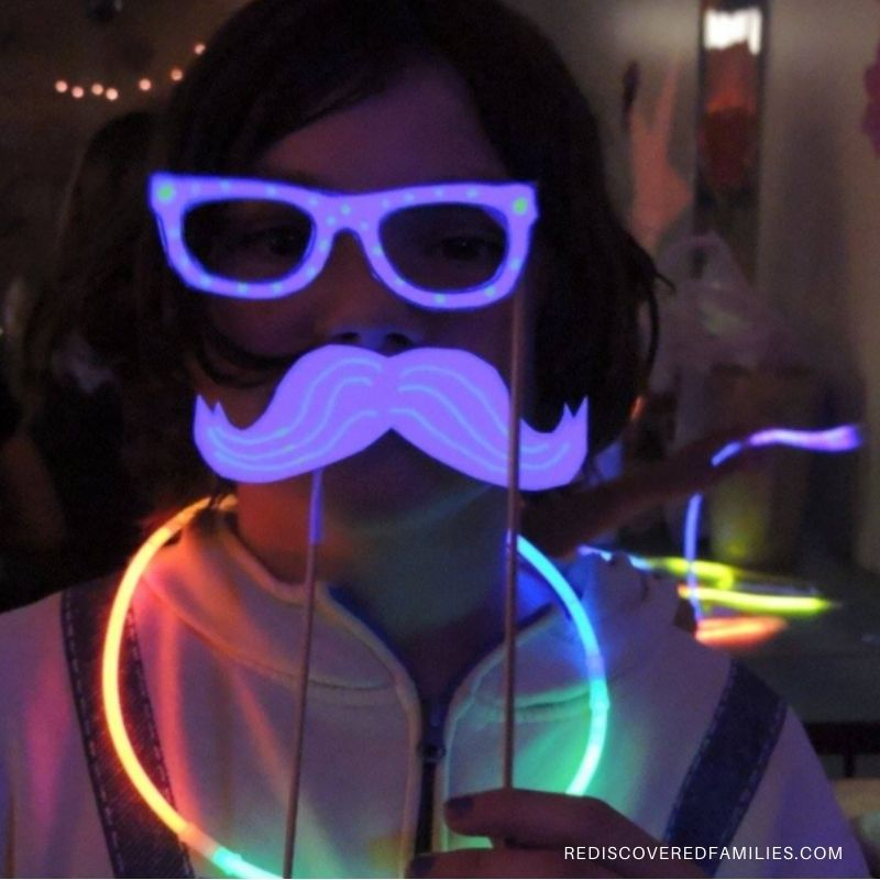 glow in the dark photo booth
