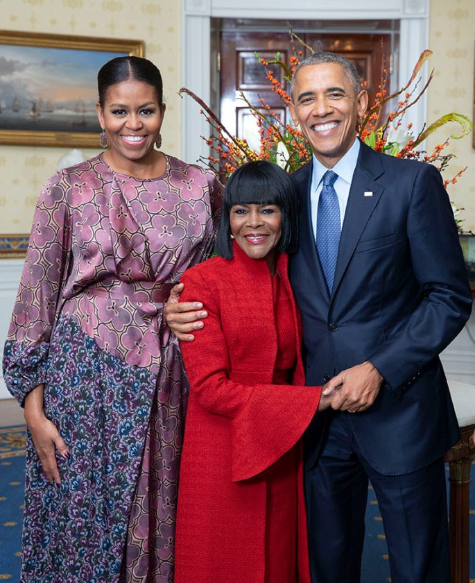 Cicely Tyson flanked by Michelle and Barack Obama standing