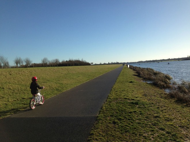bike ride dorney lake, best places to bike scoot rollerskate in berkshire, where to go for bike ride with kids berkshire oxfordshire, dorney lake