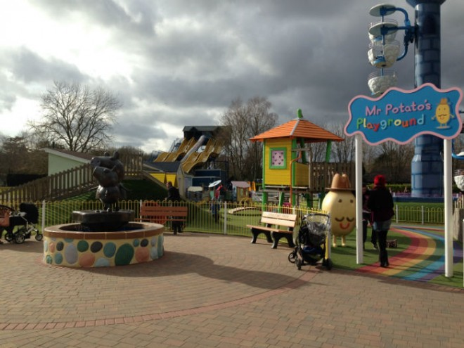 peppa pig world review, paultons park review, best theme parks for families, best theme parks for kids, peppa pig world rides,paulton's park rides