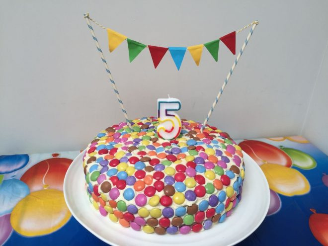 Surprising Smartie Birthday Cake With Bunting Red Kite Days Funny Birthday Cards Online Fluifree Goldxyz