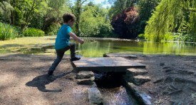 wychwood wild garden, diggers wood, things to do in shipton under wychwood, free walks with kids