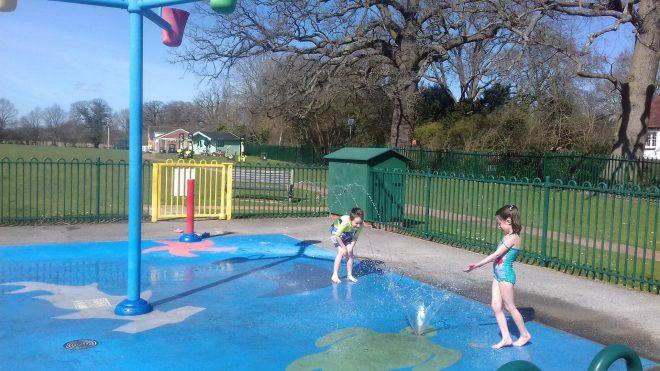 locks ride splash pad opening times, bracknell splash park, berkshire splash park