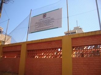 Cartel que da cuenta del proyecto constructivo por parte de la Policía Metropolitana, ubicado en la Comisaría Tercera
