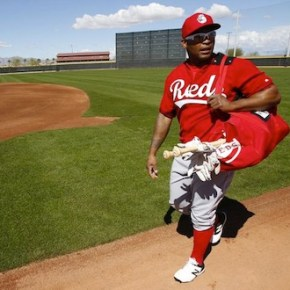 Reds trade Marlon Byrd to the Giants
