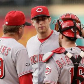 Reds fire pitching coach Mark Riggins
