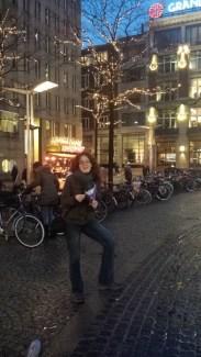 18-Wed-Amsterdam-Enjoying my fries