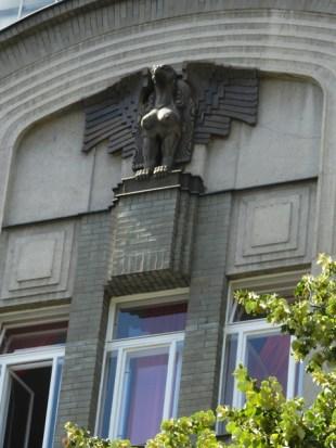 Interesting statue…