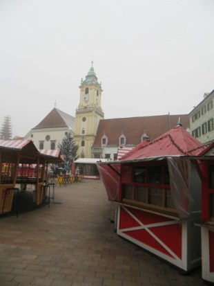 151-christmas-market-before-it-wakes-up