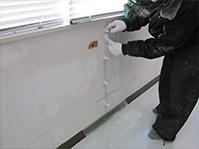 自動式低圧エポキシ樹脂注入工法 注入台座取り付け及び仮止めシール