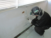 自動式低圧エポキシ樹脂注入工法 注入器具撤去及び仮止めシール ケレン