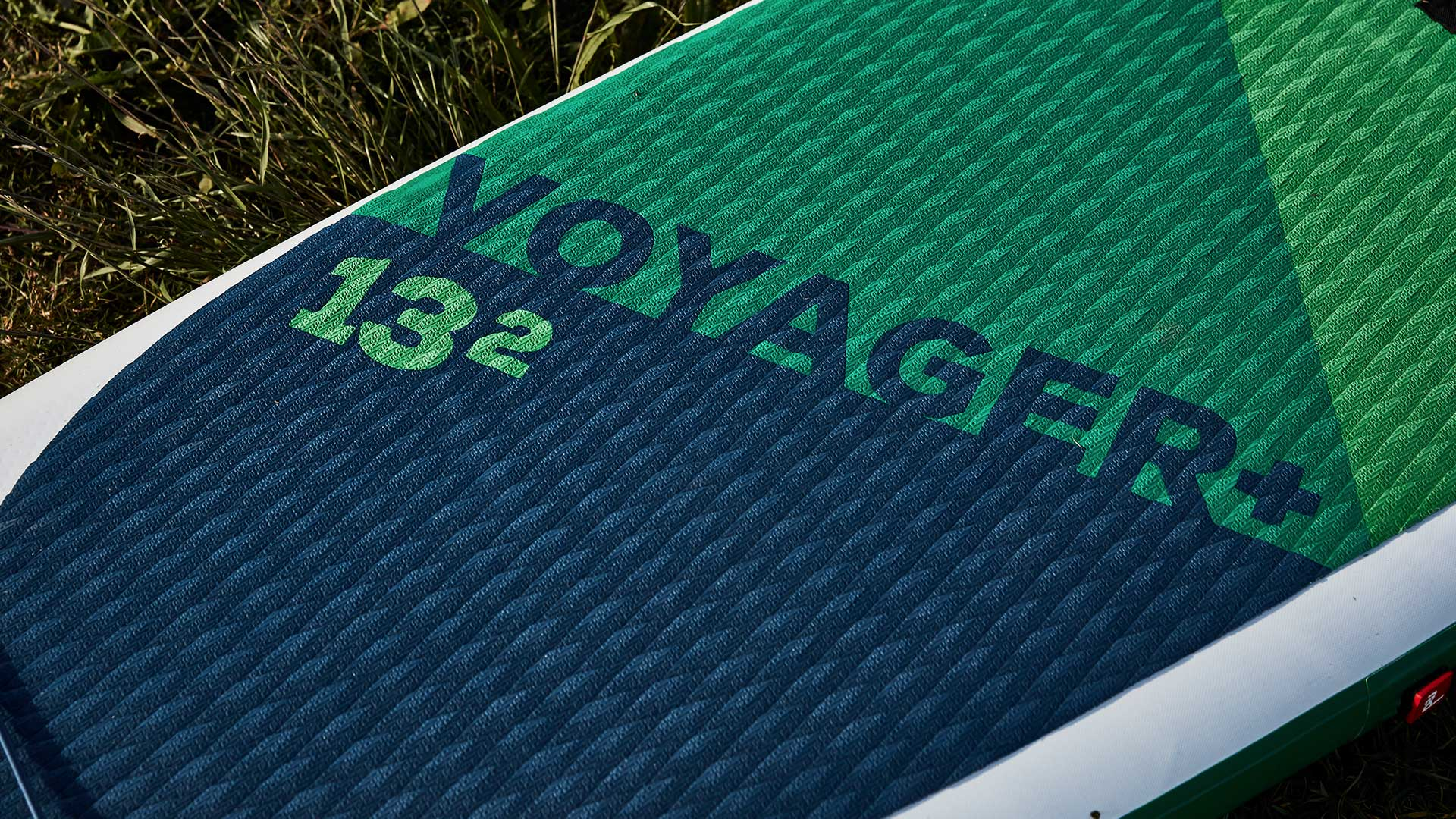 redpaddleco-132-voyager-inflatable-paddle-board-desktop-gallery-deckpad