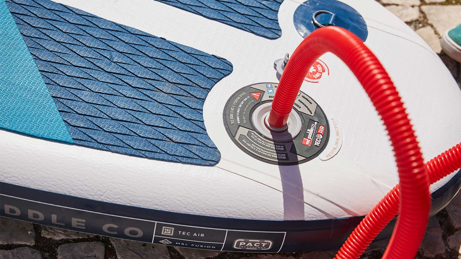redpaddleco-96-compact-inflatable-paddle-board-inflatable-paddle-board-desktop-gallery-valve