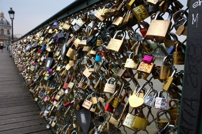 Pont des Arts by Neil Turner, CC BY-SA 2.0