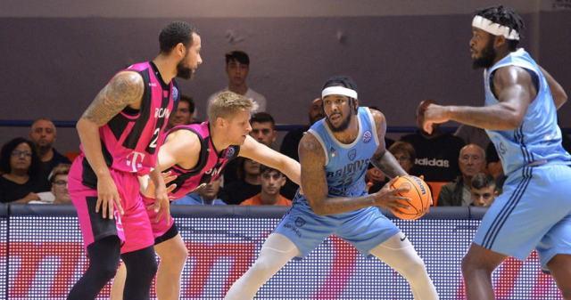 f9ada99e-tyler-stone-brindisi-bonn-basketball-champions-league