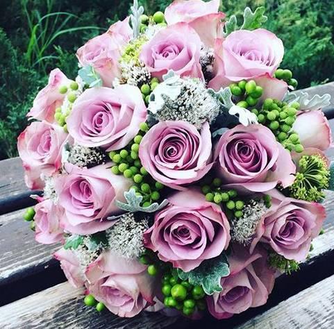 Klasičan bidermajer sa ljubičastim ružama 60eur