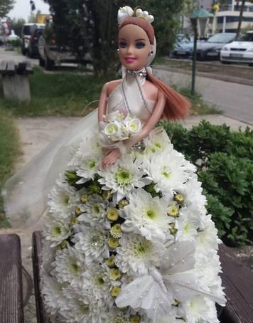 Figura od cveća - Barbika
