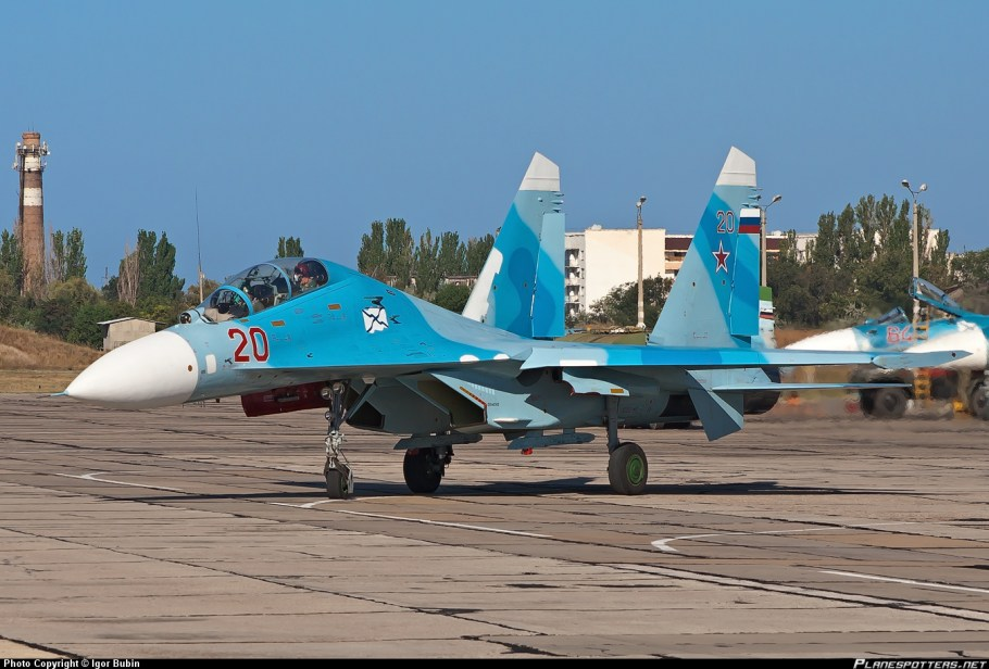 20-red-russian-navy-sukhoi-su-27_planespottersnet_154012