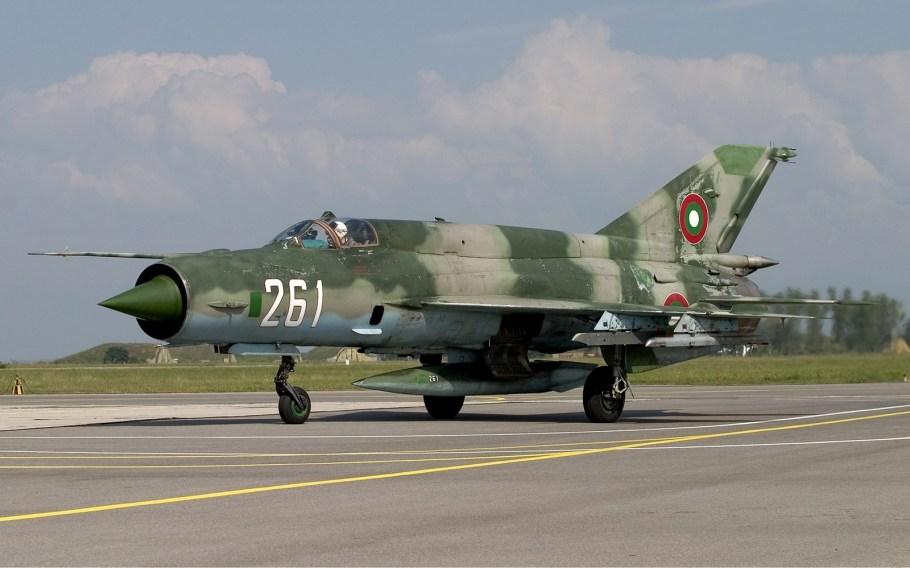 Bulgarian_Air_Force_Mikoyan-Gurevich_MiG-21bis_Lofting-5.jpg
