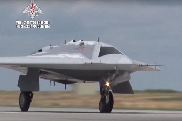 Actu] Premier vol du drone S-70 Okhotnik – Red Samovar