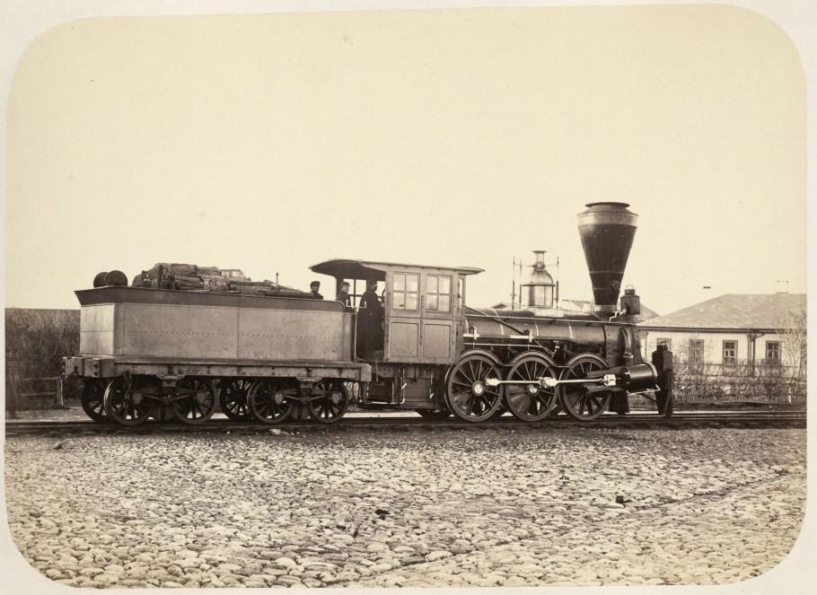Wood_burning_locomotive_on_Nikolaev_Railway