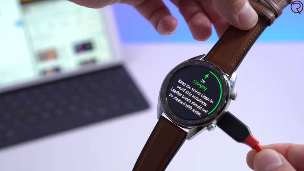 Huawei Watch GT charging