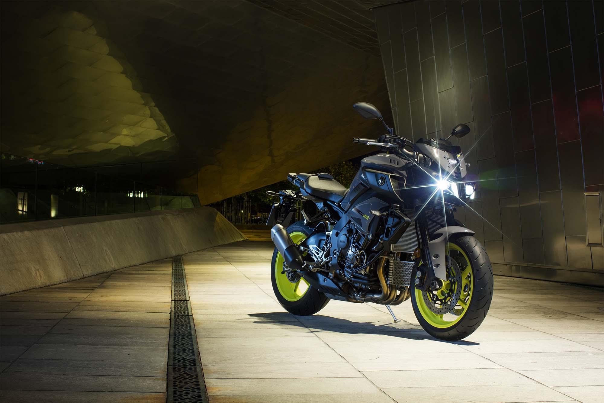 2016-Yamaha-MT-10-static-04
