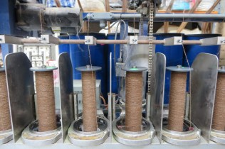 Machine spinning yarn