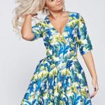 Rochie Artista albastra cu decolteu cu imprimeuri florale