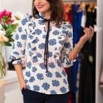 Bluza alba dama cu floricele bleu
