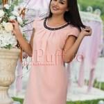 Rochie eleganta roz piersicuta cu broderie la gat
