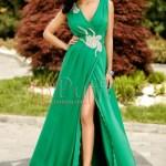 Rochie lunga verde cu accesoriu argintiu