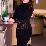 Rochie midi neagra din tricot cu volane si guler pe gat