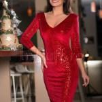 Rochie rosie de catifea cu aplicatii de paiete
