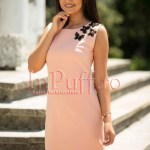 Rochie roz pal eleganta cu fluturasi negri si buzunare