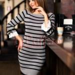 Rochie tricotata cu dungi gri si negru si fundite la maneci